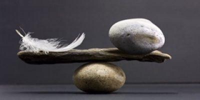Höyhenen ja kiven liitto vaatii hyvää tahtoa ja tasapainoilua
