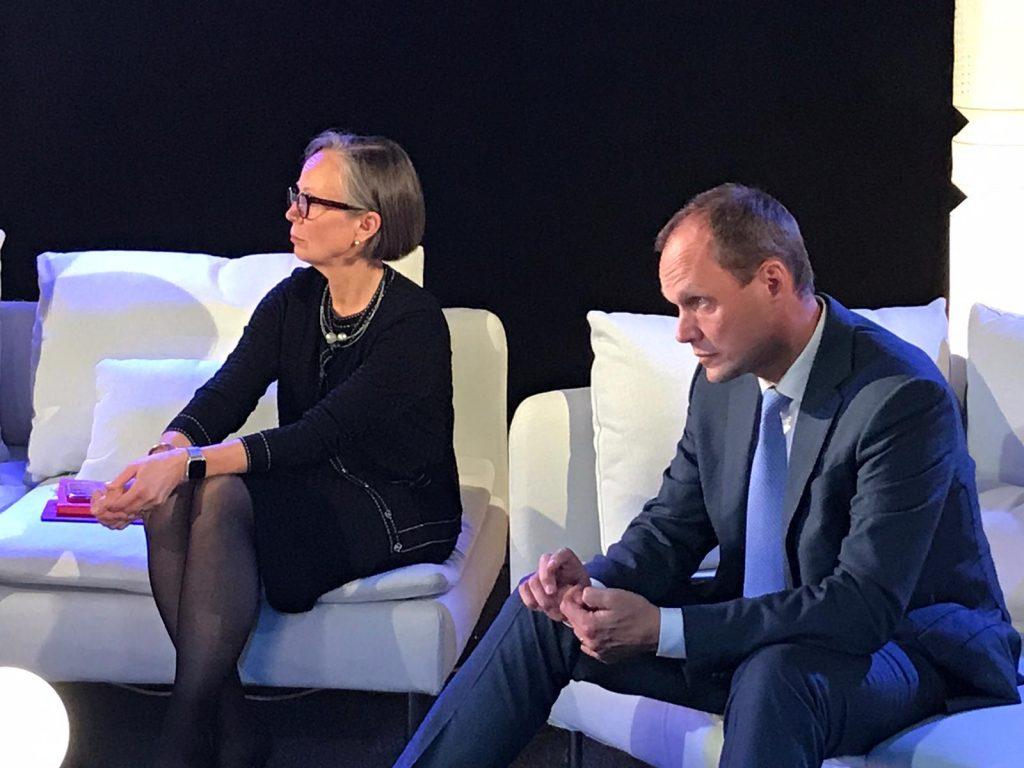 Kuvassa Boardmanin partneri Laura Raitio ja Roschierin partneri Antti Ihamuotila