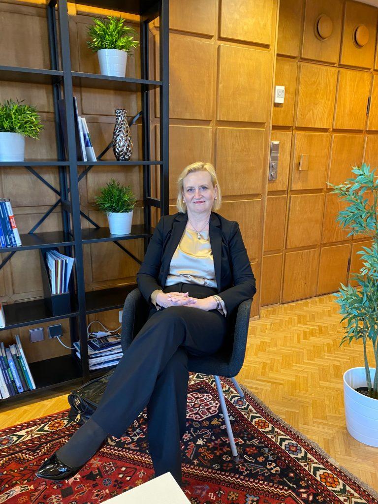 Arja Talmalla on pitkä kokemus talous- ja yleisjohdon tehtävistä sekä tilintarkastuksesta.